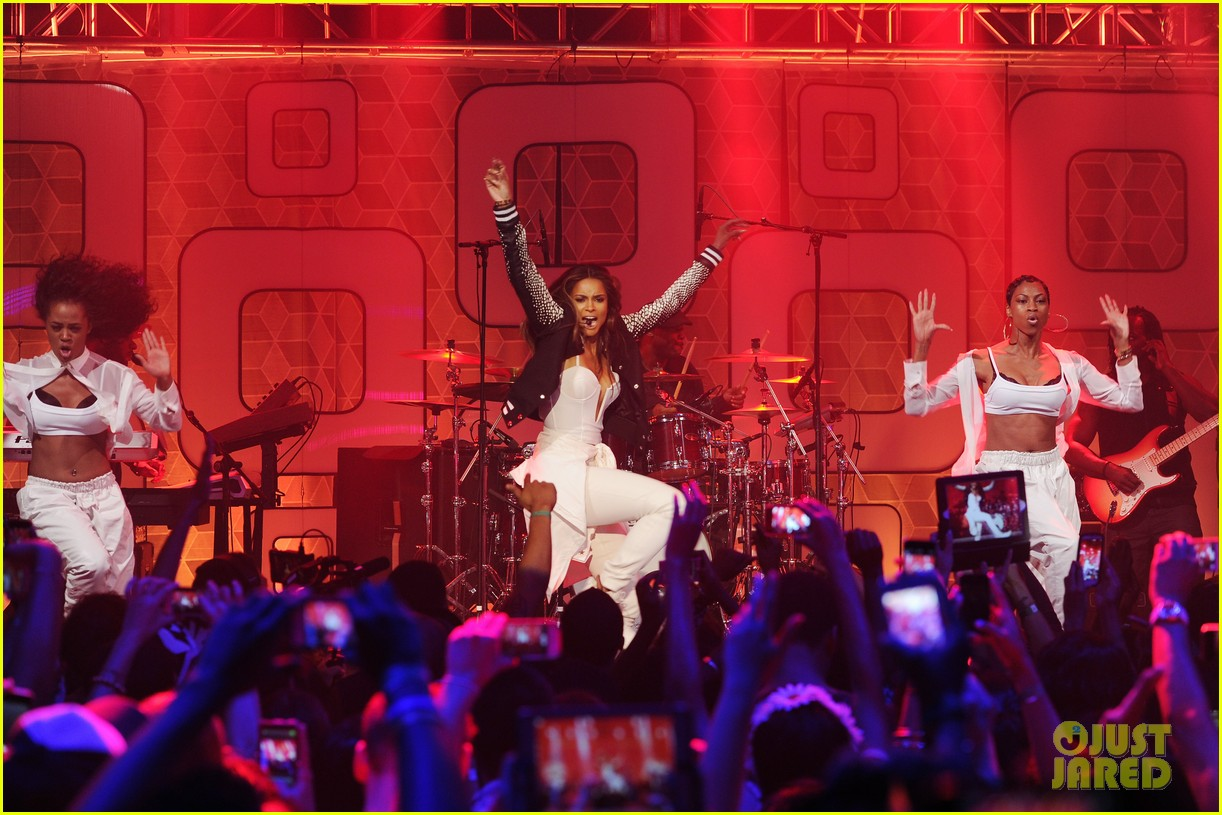 ciara becky g easy breezy brooklyn concert 13