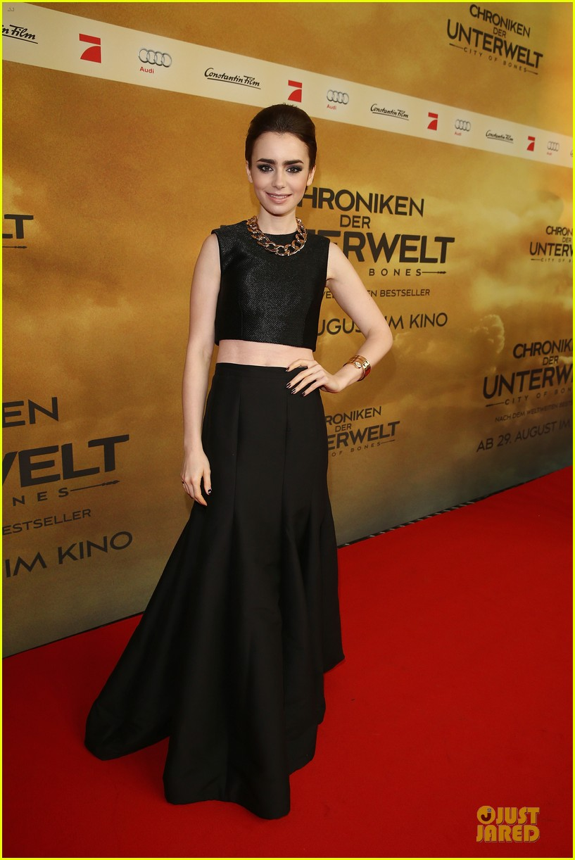 lily collins jamie campbell bower city of bones berlin premiere 01