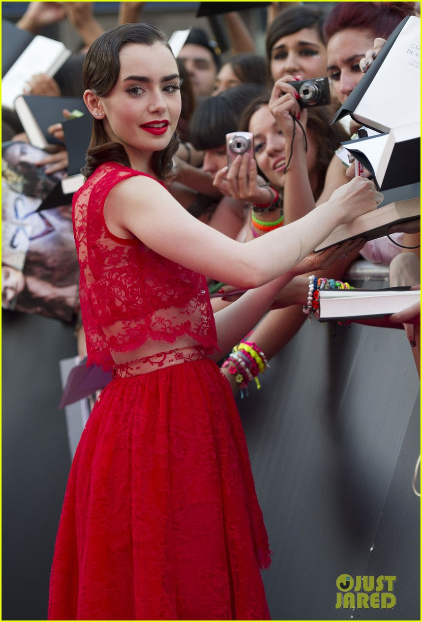 lily collins jamie campbell bower mortal instruments madrid premiere 062935595
