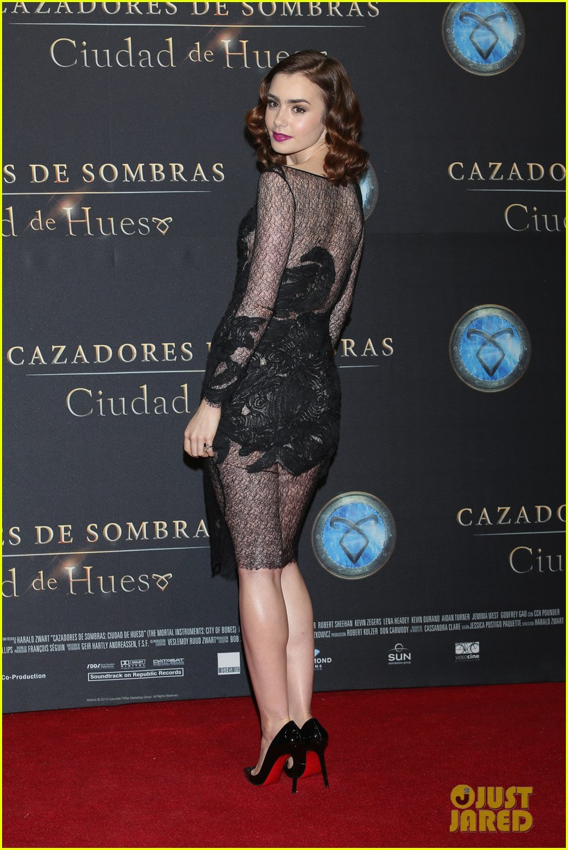 lily collins jamie campbell bower mortal instruments mexico city premiere 01