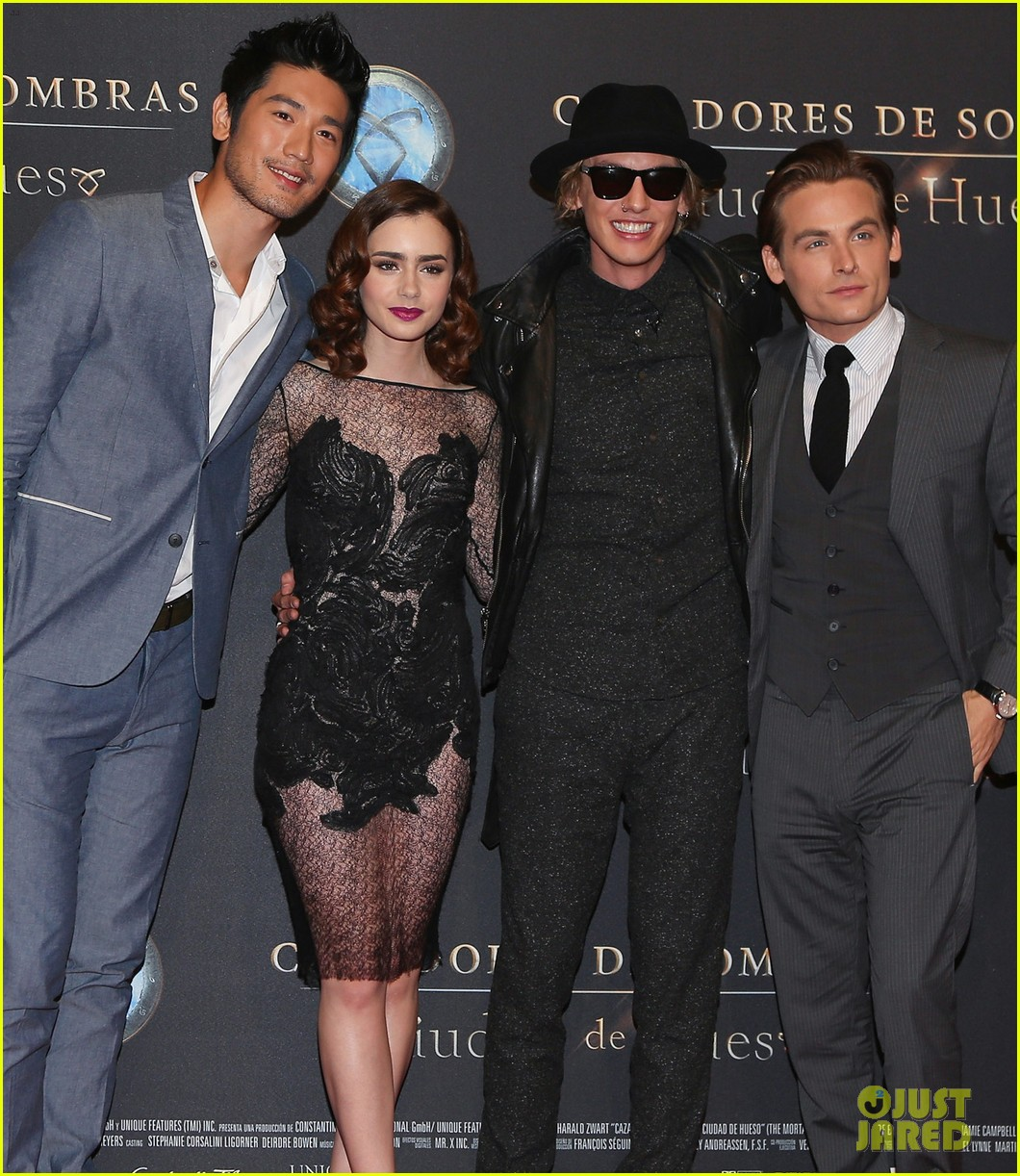 lily collins jamie campbell bower mortal instruments mexico city premiere 05