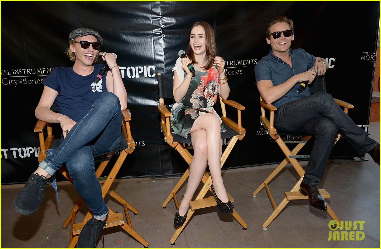 lily collins jamie campbell bower mortal instruments in miami 192921638