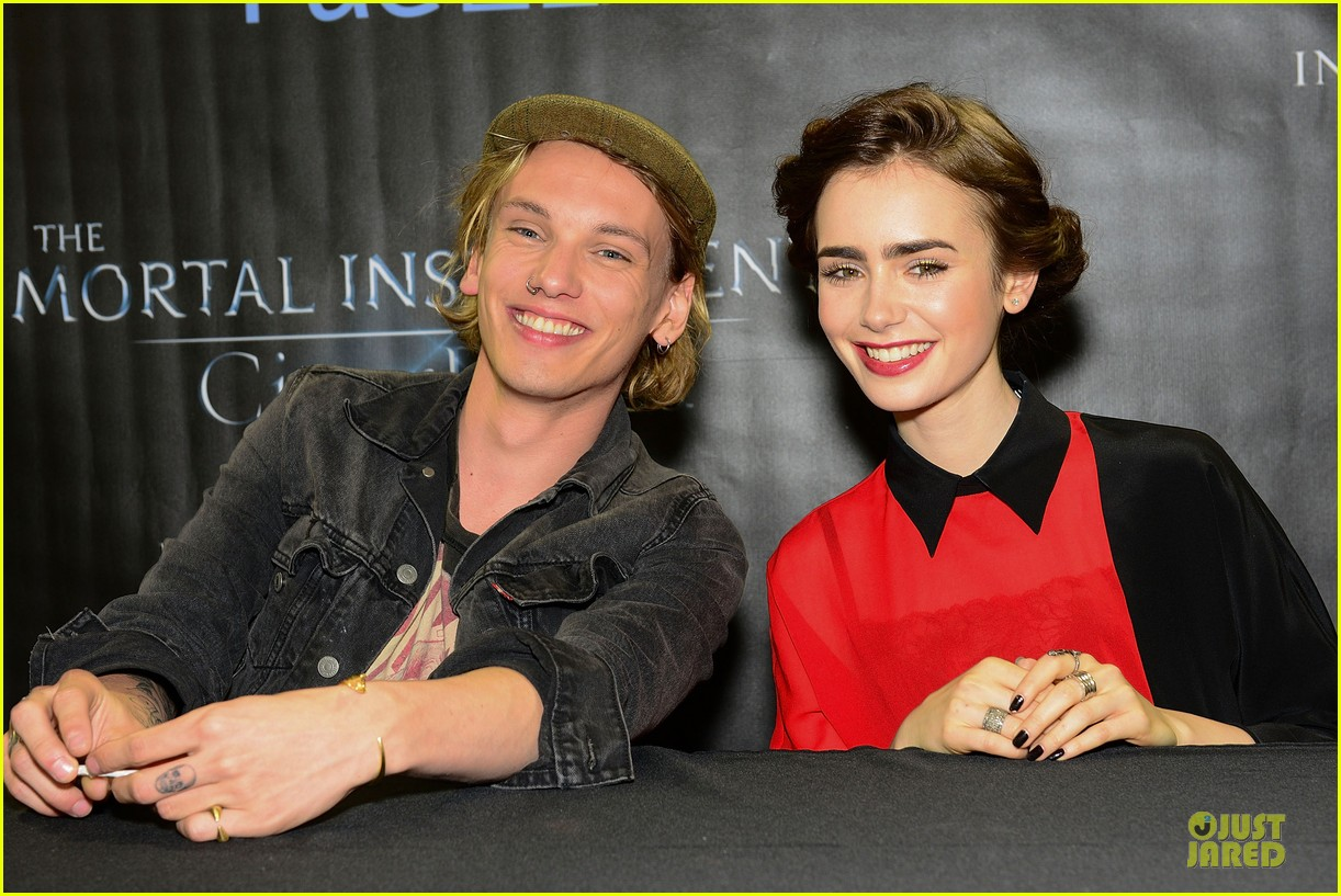 lily collins jamie campbell bower city of bones philly signing 082922996