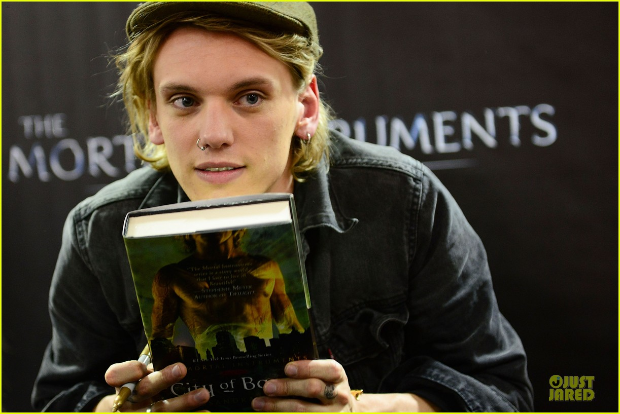 lily collins jamie campbell bower city of bones philly signing 202923008