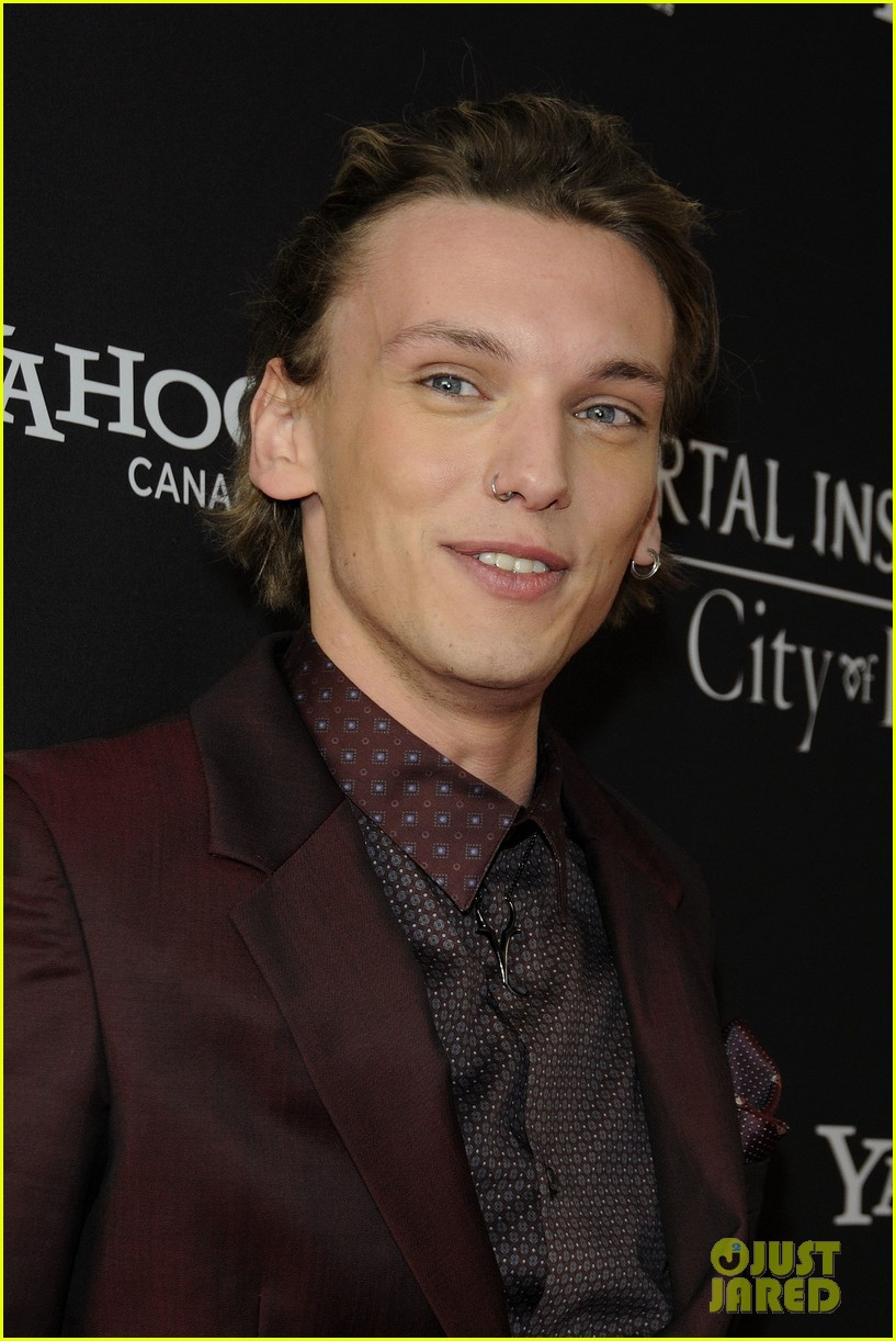 lily collins jamie campbell bower mortal instruments toronto premiere 20