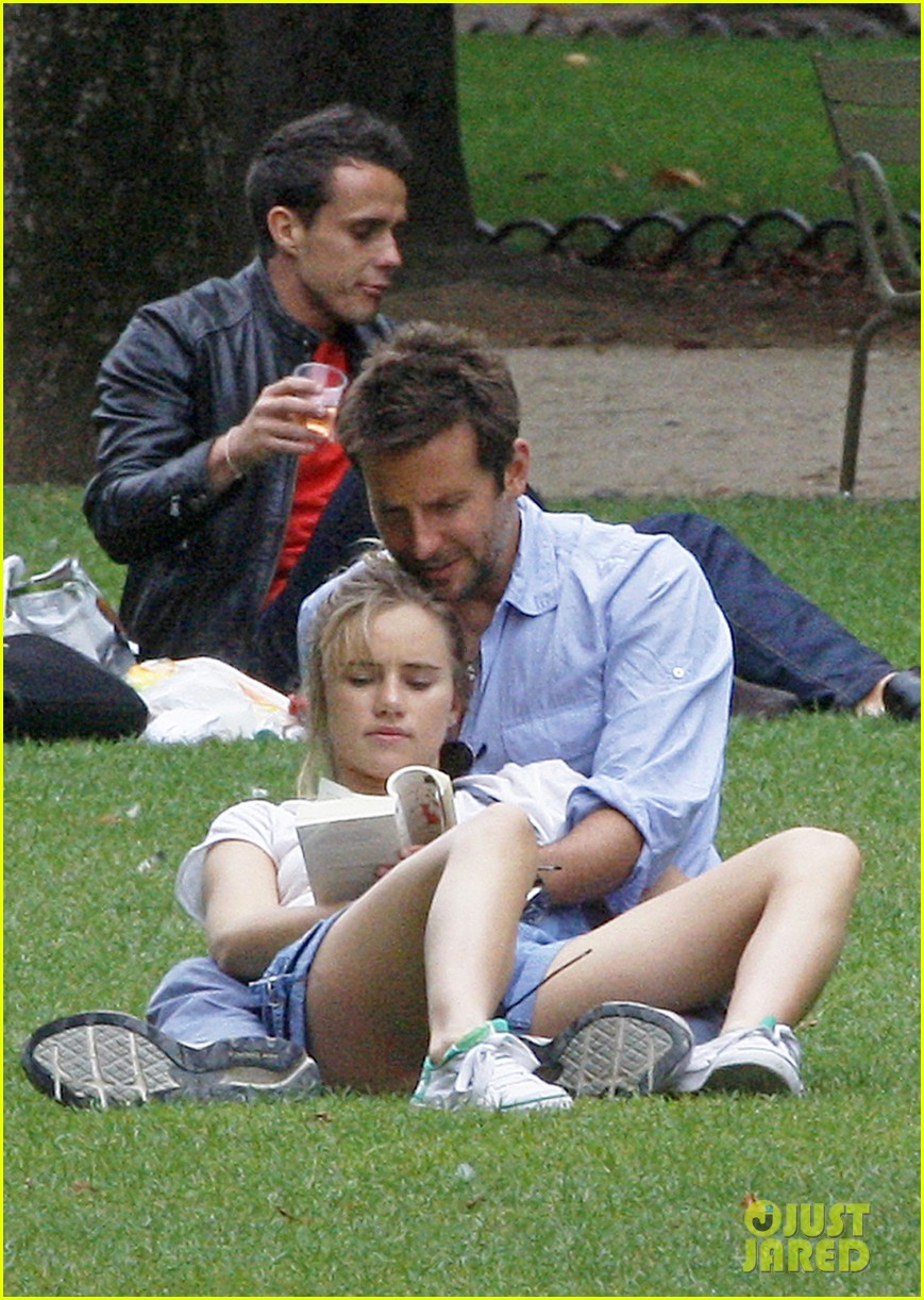 bradley cooper suki waterhouse snuggle in paris park 092938313