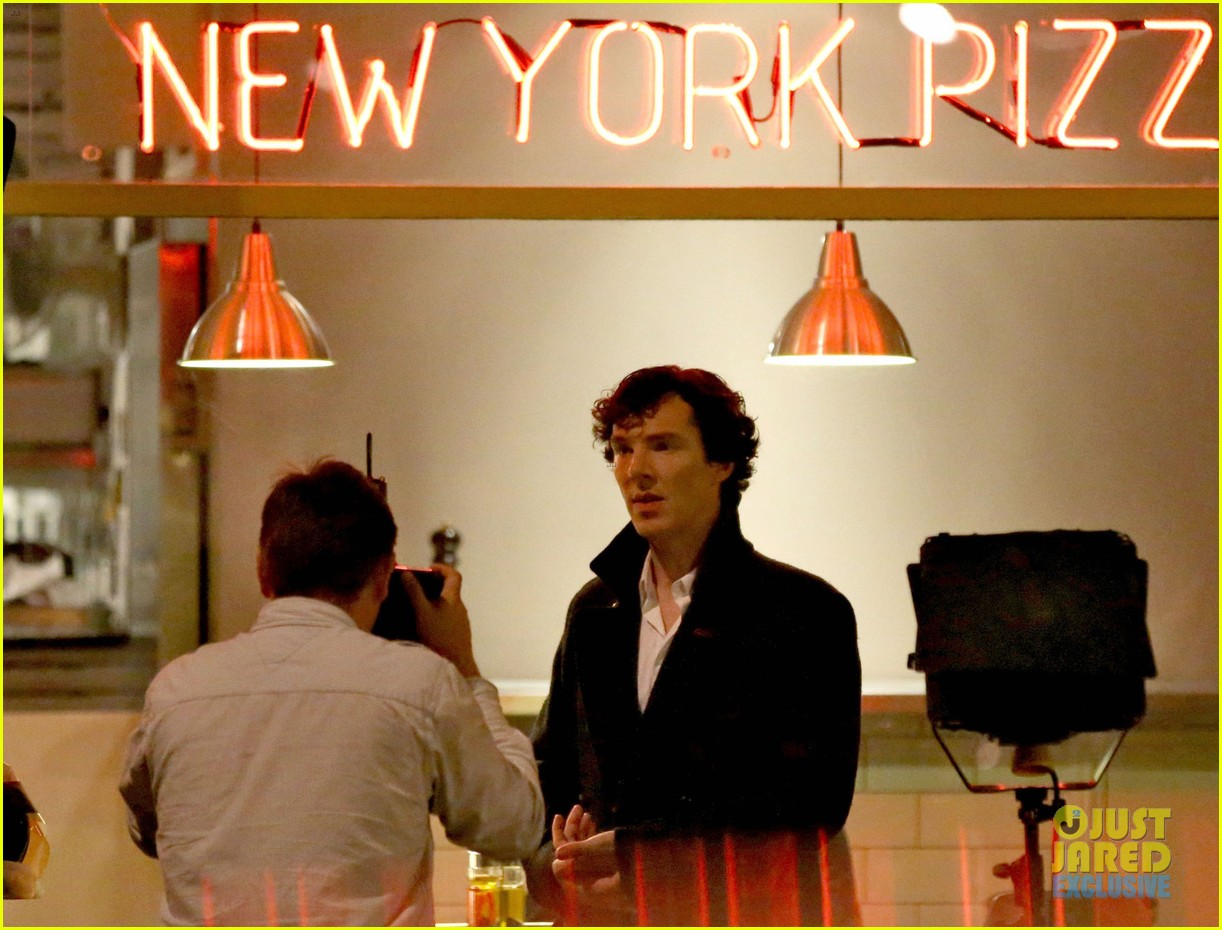 benedict cumberbatch films sherlock at new york pizza joint 11