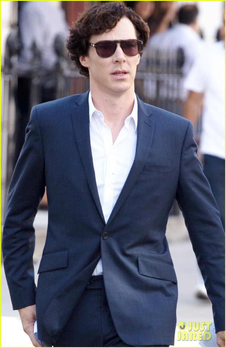 benedict cumberbatch suits up for sherlock 022934732