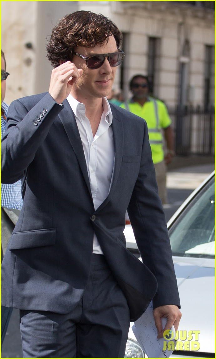 benedict cumberbatch suits up for sherlock 082934738