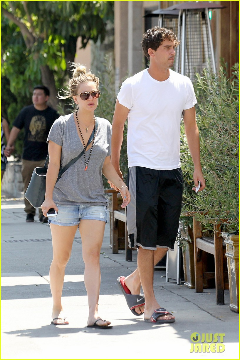 kaley cuoco walks arm in arm with ryan sweeting 122924003
