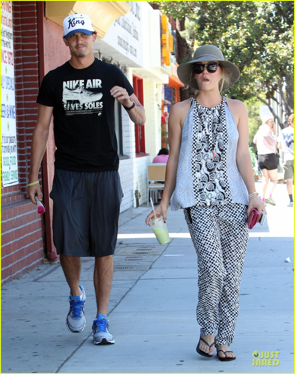 kaley cuoco ryan sweeting lunch after michael jackson marthon 092924261