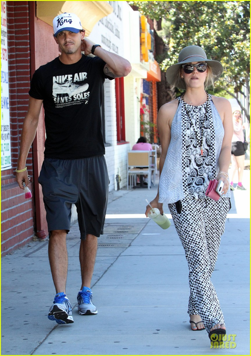 kaley cuoco ryan sweeting lunch after michael jackson marthon 112924263