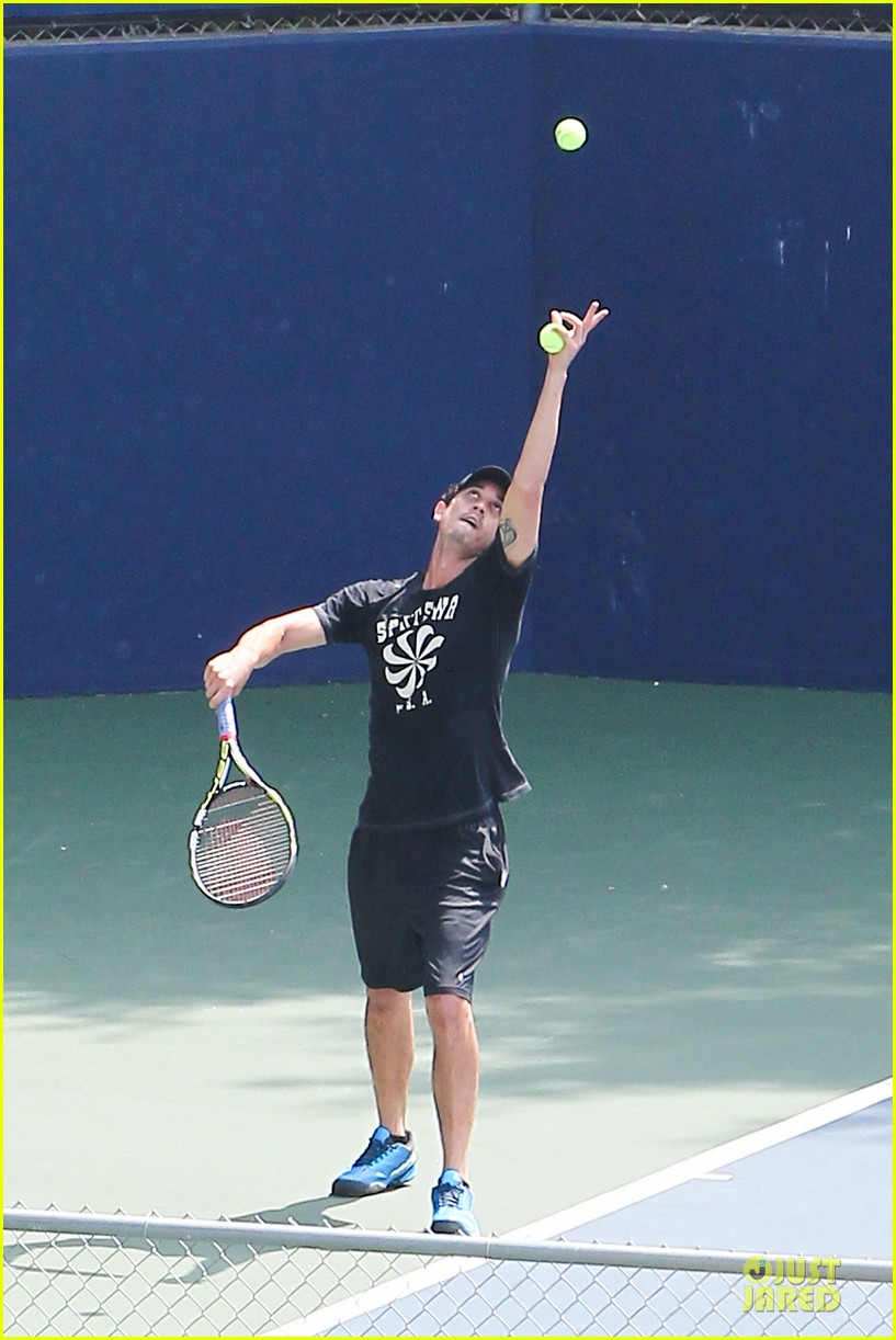 kaley cuoco tennis with shirtless mystery man 24