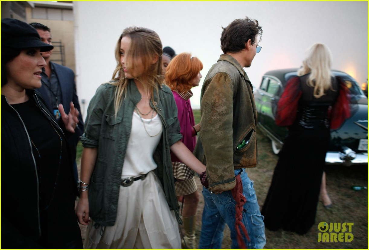 johnny depp amber heard hold hands at cry baby reunion 01