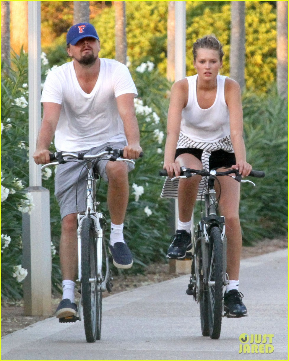 leonardo dicaprio toni garrn ride bikes together in spain 03