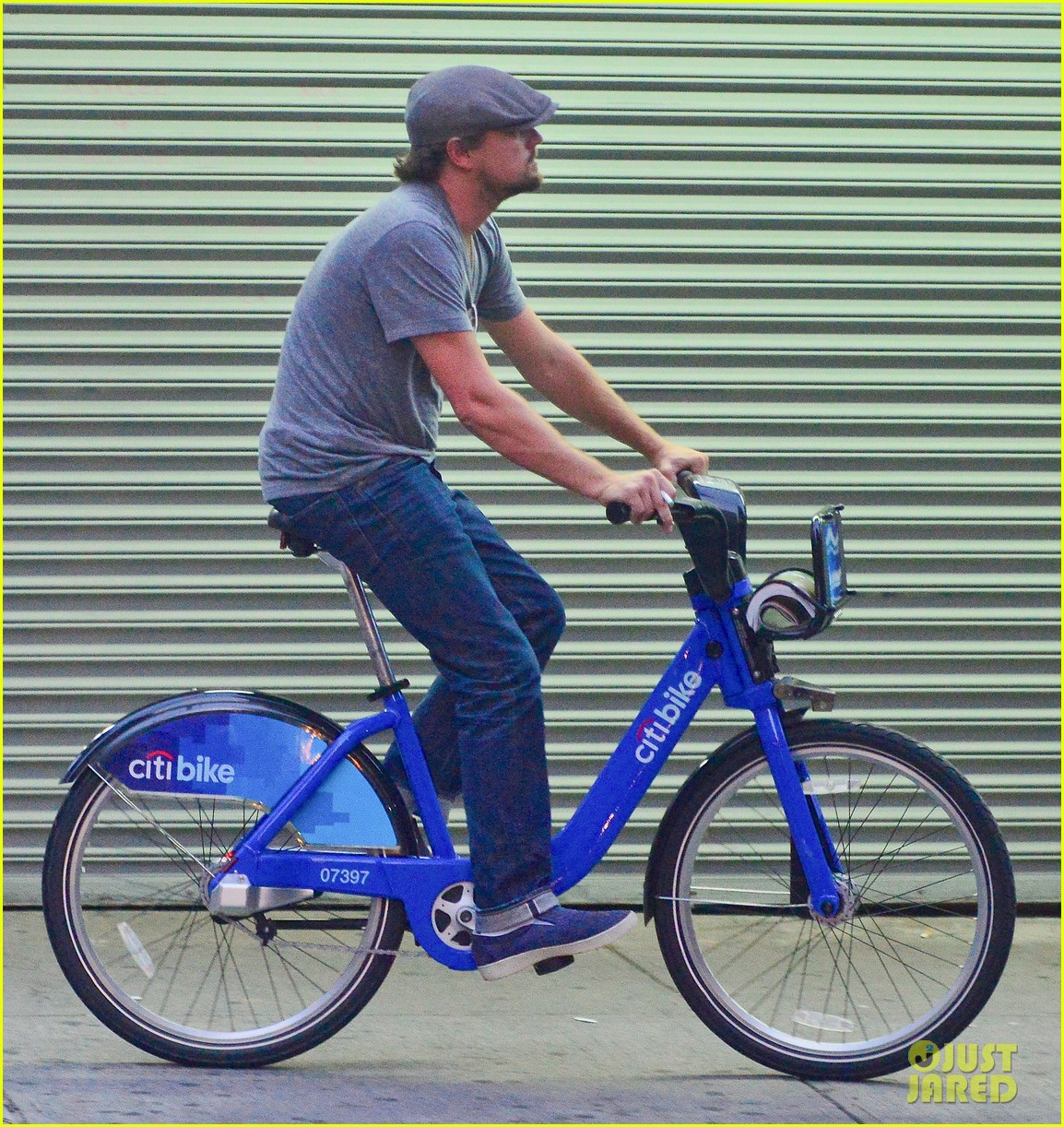 leonardo dicaprio citibike ride with lukas haas 052935759
