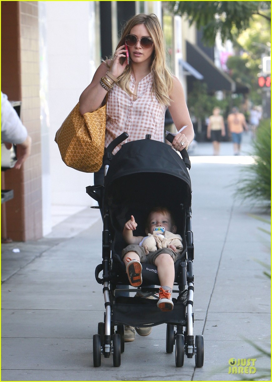 hilary duff mike comrie weekend breakfast with luca 01