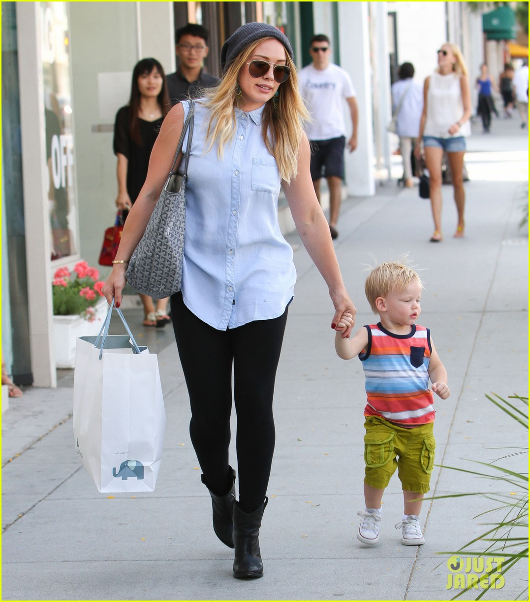 hilary duff mike comrie park day with luca 05