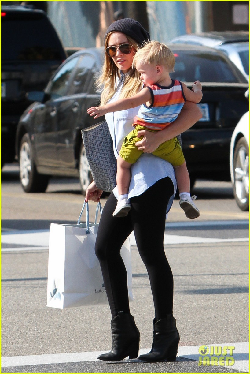 hilary duff mike comrie park day with luca 072939410