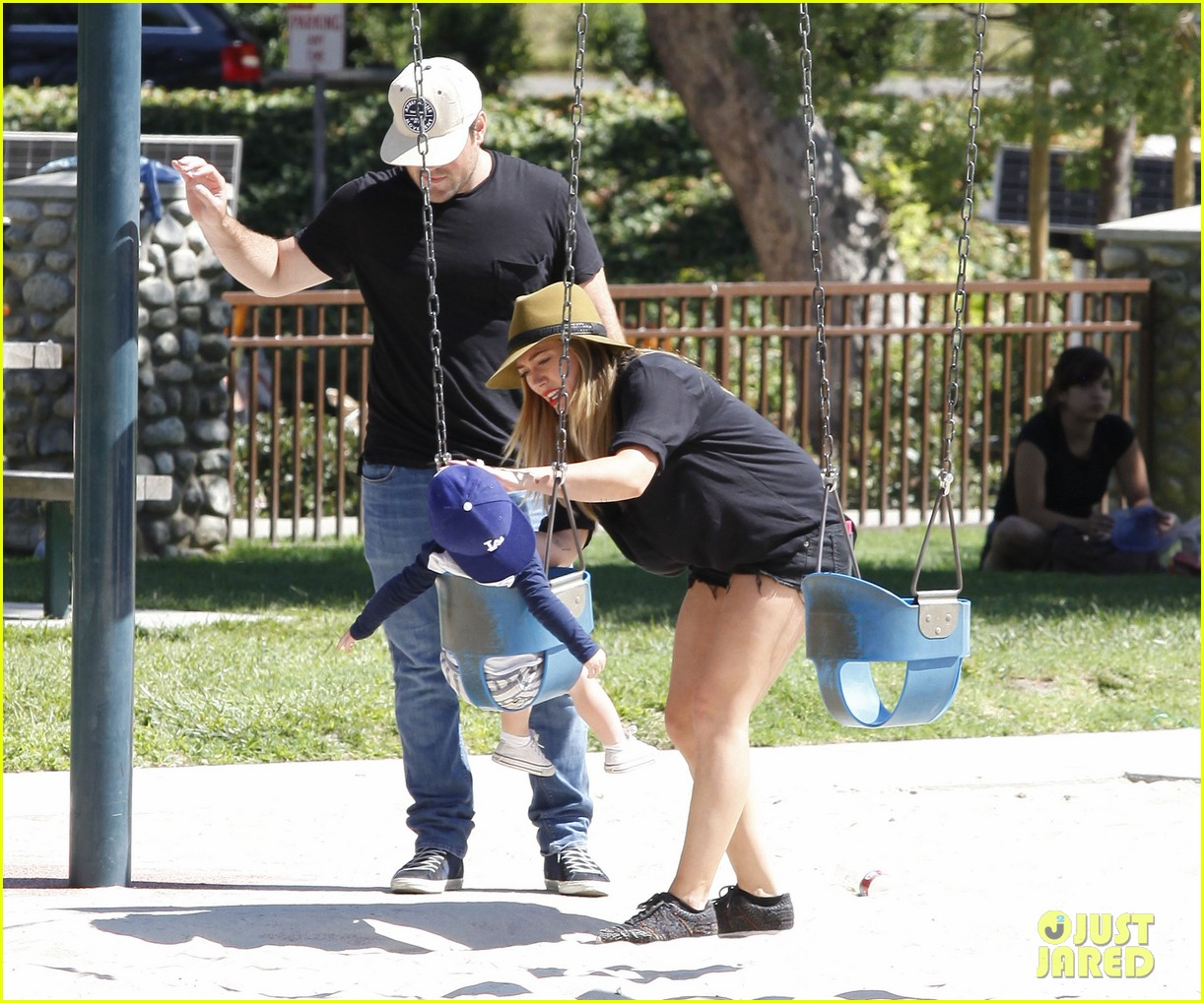 hilary duff mike comrie park day with luca 13