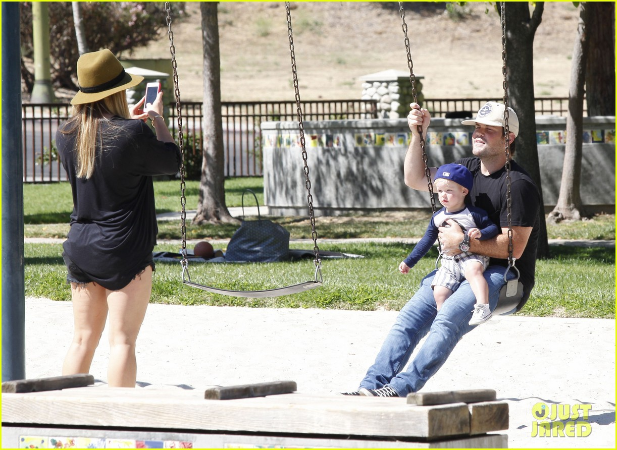 hilary duff mike comrie park day with luca 152939418