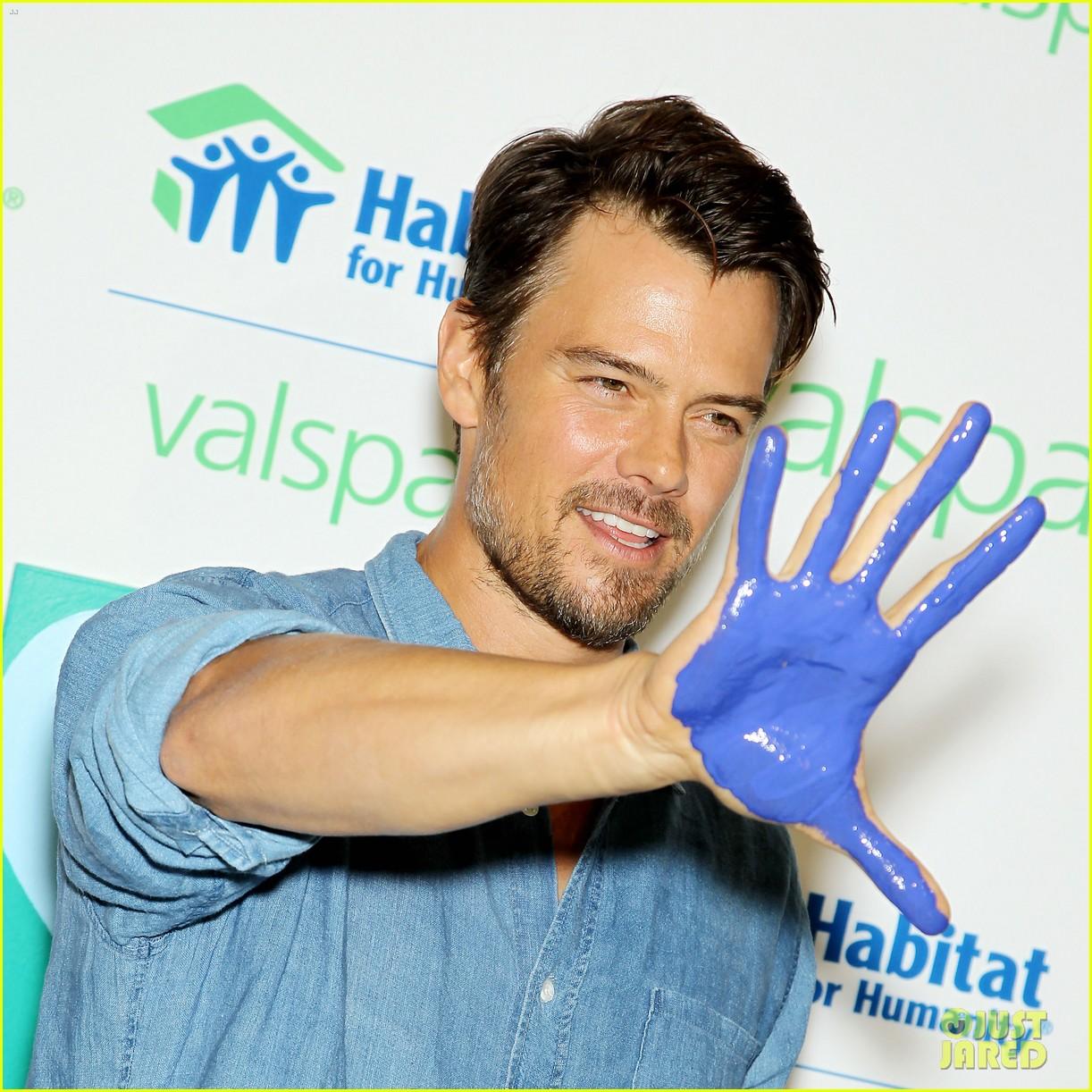josh duhamel lends a helping hand at valspar charity event 01