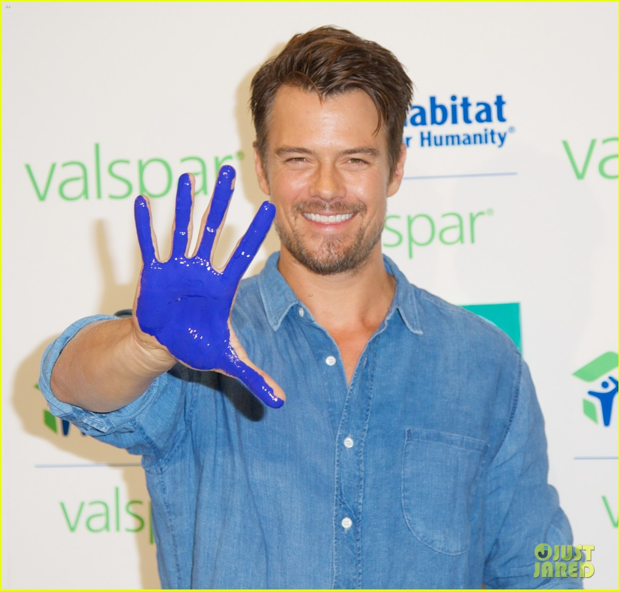 josh duhamel lends a helping hand at valspar charity event 252933473