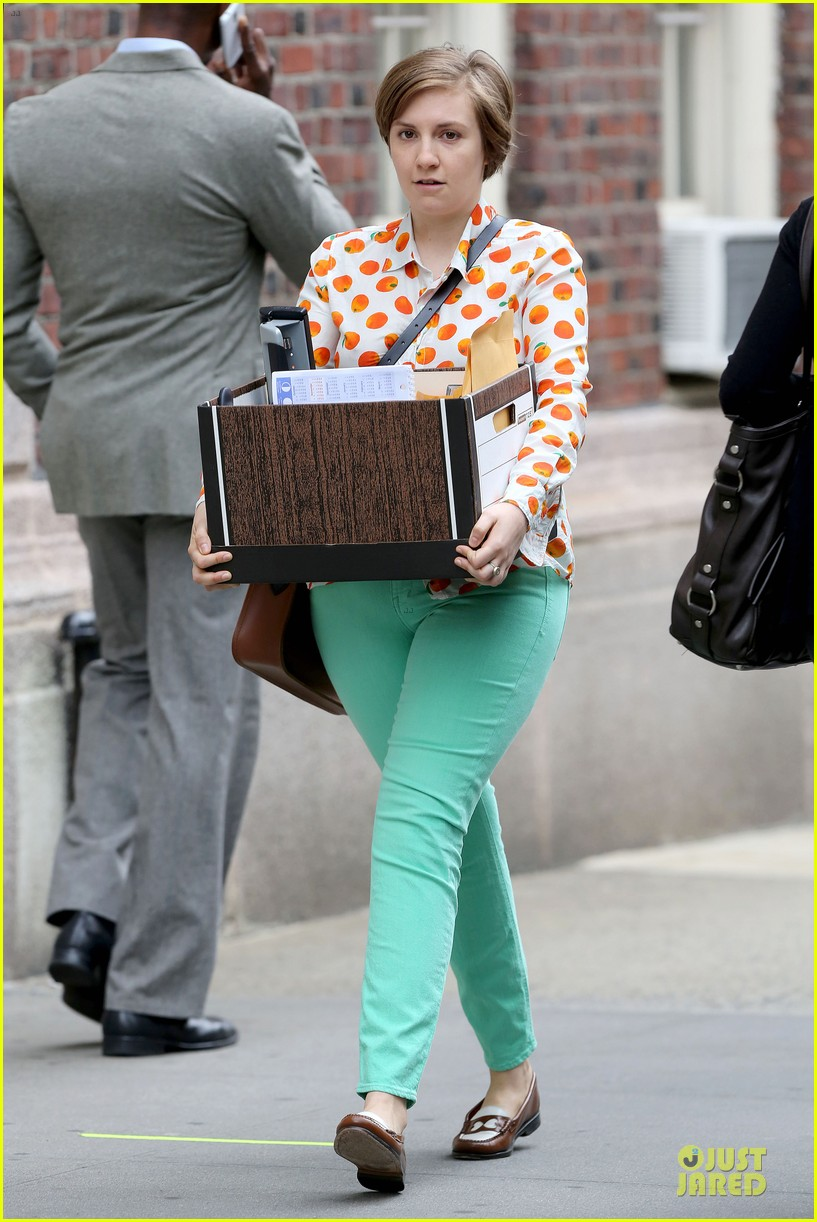 lena dunham box carrying gal on girls set 10