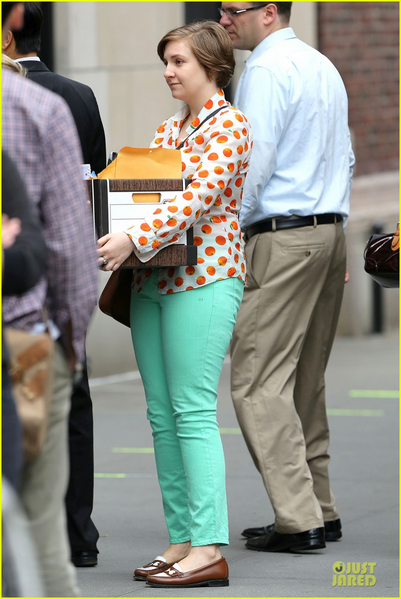 lena dunham box carrying gal on girls set 192934187