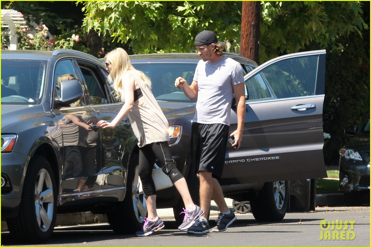 kirsten dunst garrett hedlund workout wednesday 052934960