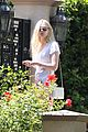 elle fanning visits friends on the weekend 02