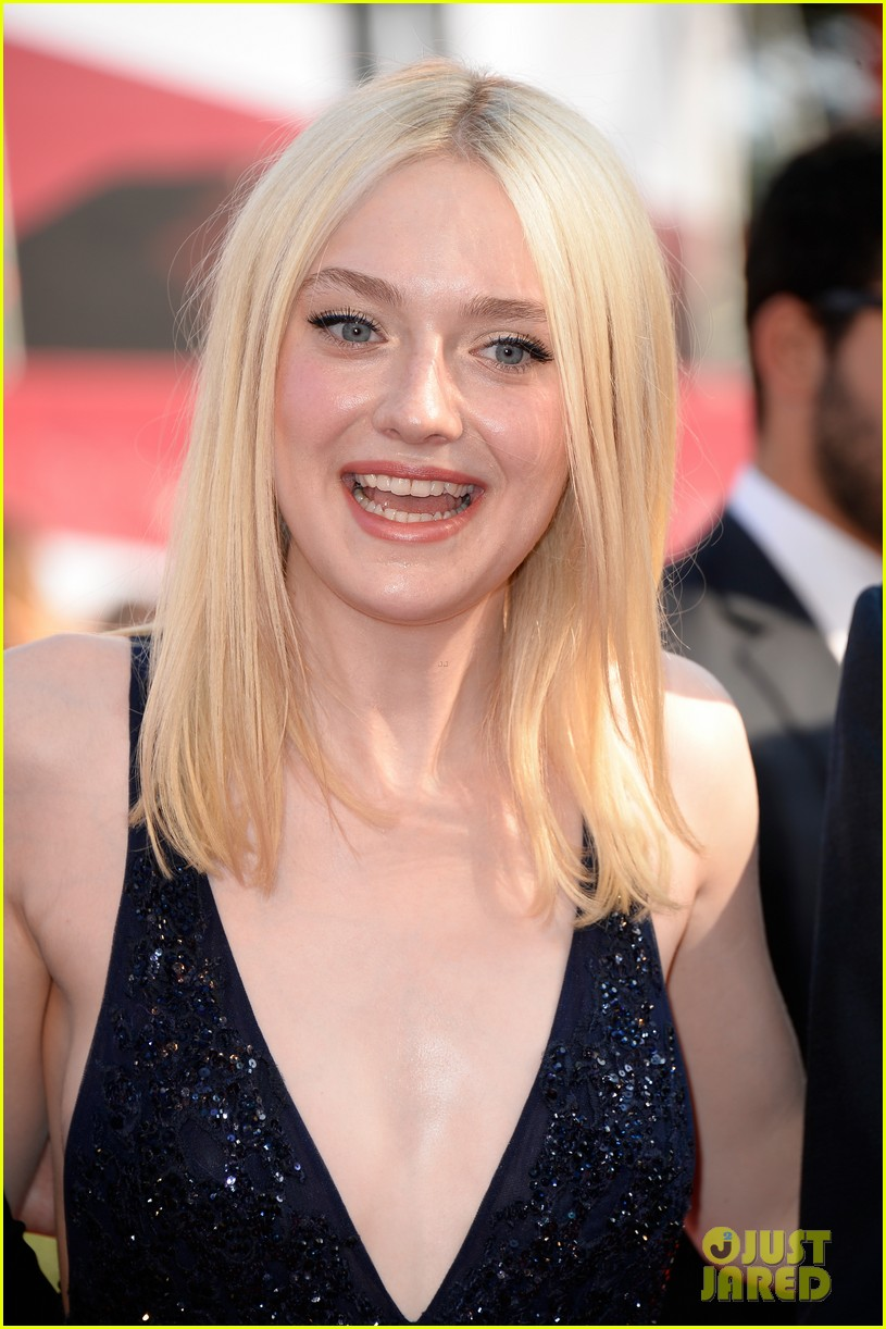 dakota fanning jesse eisenberg night moves venice premiere 19