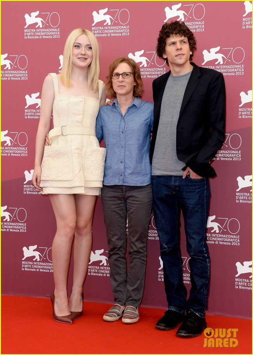 dakota fanning jesse eisenberg night moves venice photo call 05