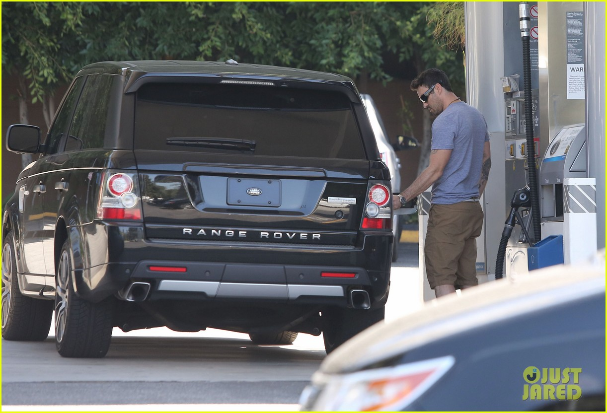 Megan fox amp brian austin green sunday lunch with baby noah photo