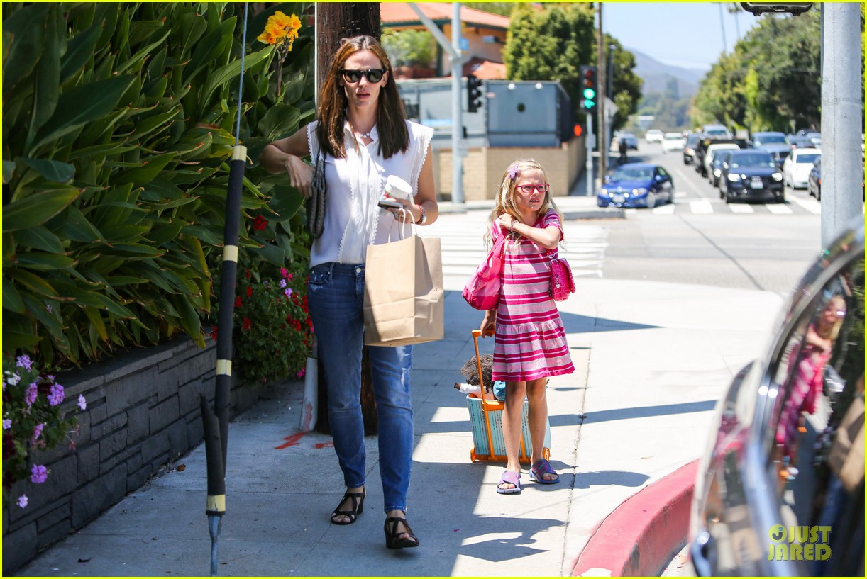 jennifer garner seraphina ballet pickup after lunch with violet 092927006