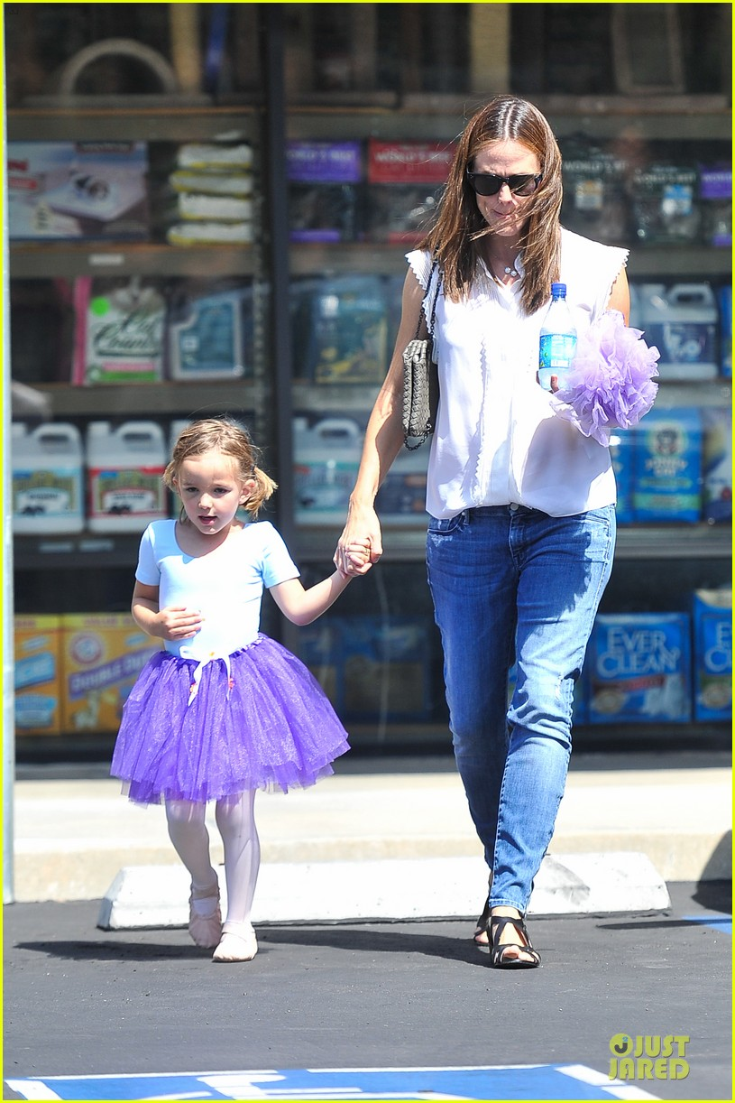 jennifer garner seraphina ballet pickup after lunch with violet 14