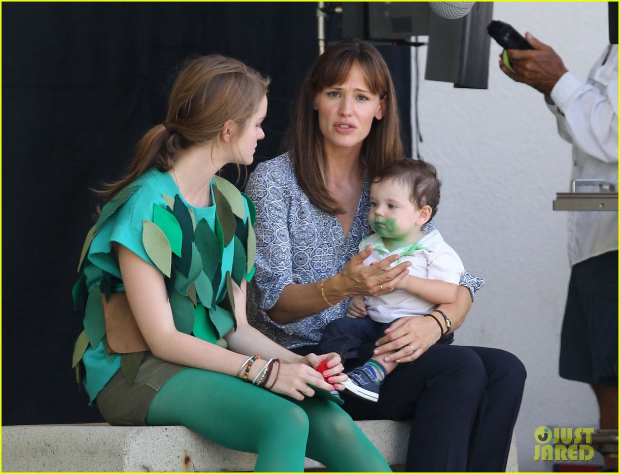 jennifer garner shows off brand new bangs 082935365