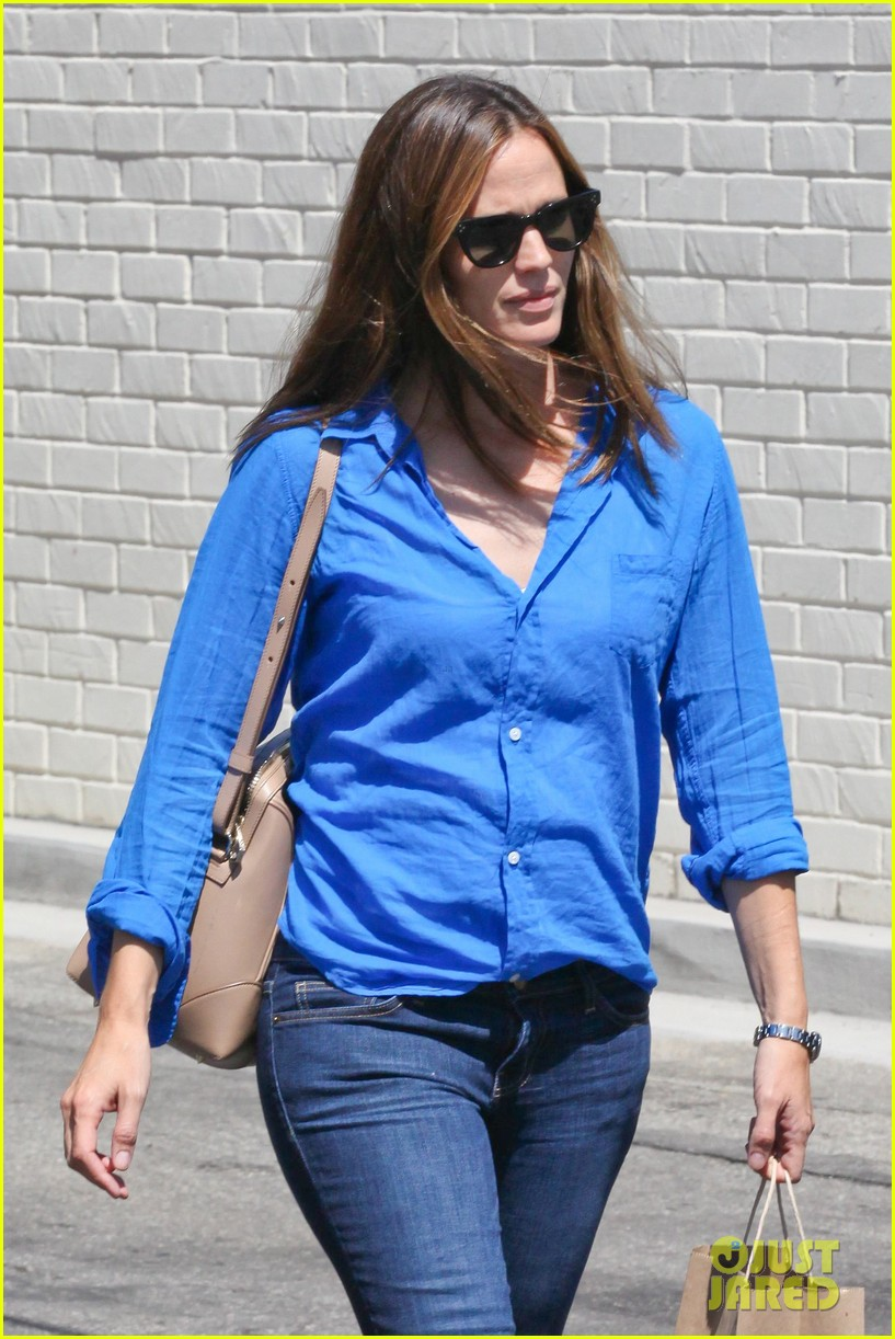 jennifer garner runs errands with violet seraphina 02
