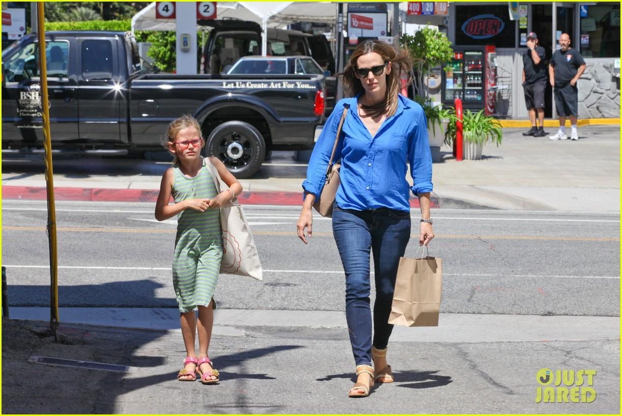 jennifer garner runs errands with violet seraphina 12