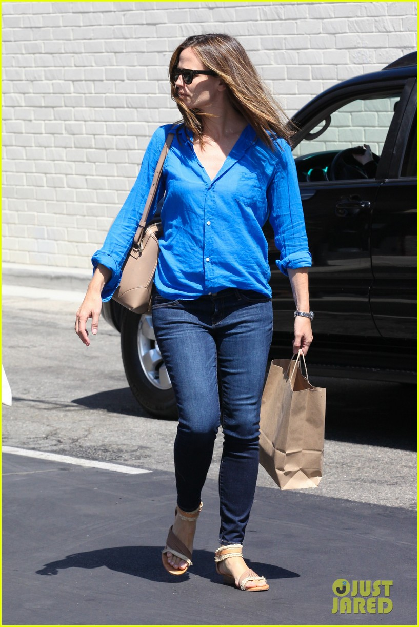 jennifer garner runs errands with violet seraphina 202925328