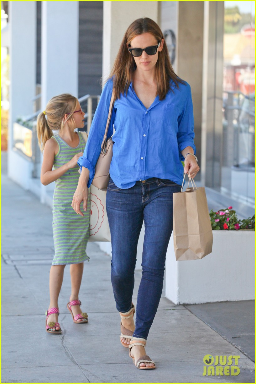 jennifer garner runs errands with violet seraphina 27