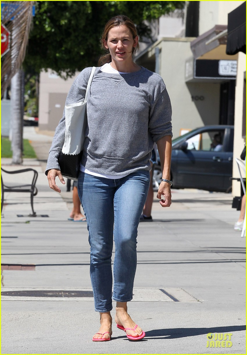 jennifer garner violet start week with errands 14