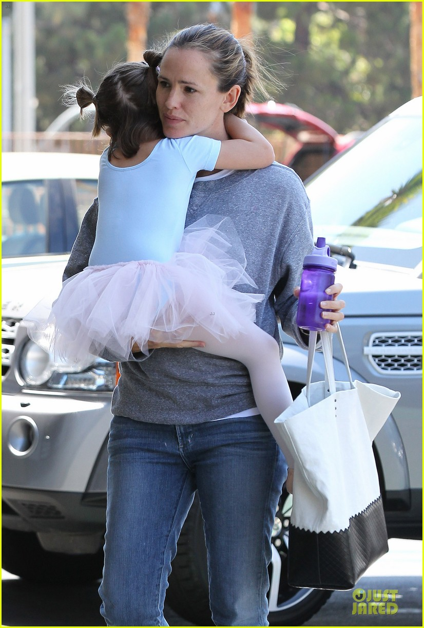 jennifer garner violet start week with errands 25