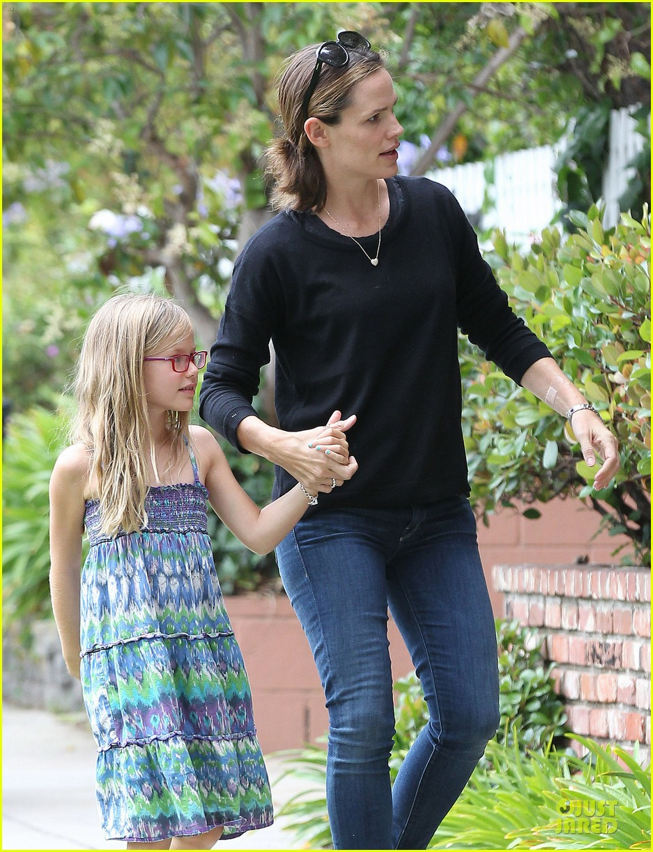 jennifer garner supports paparazzi law to protect children 092930411