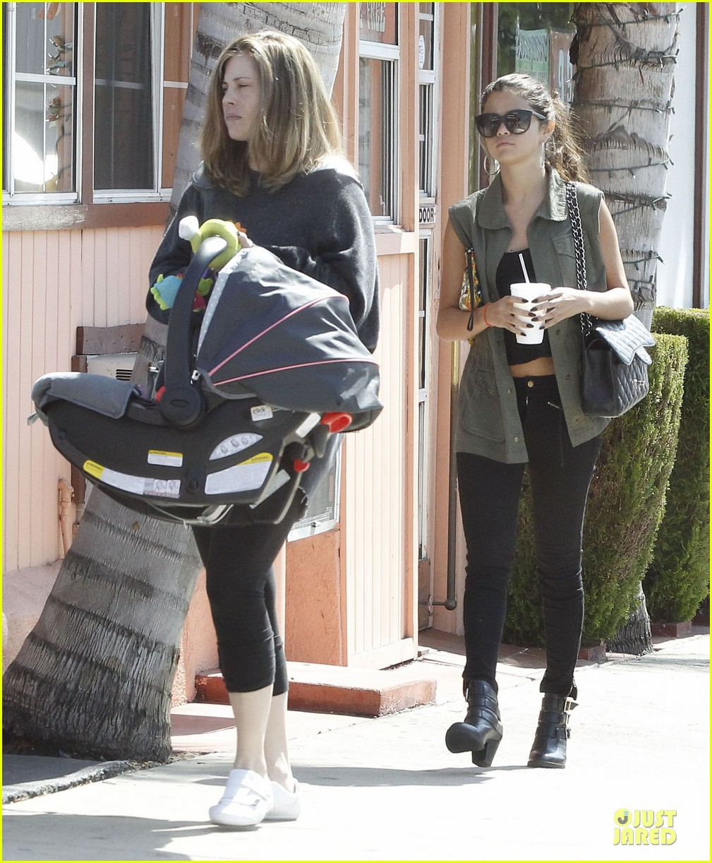 selena gomez bonds with baby sister gracie 05