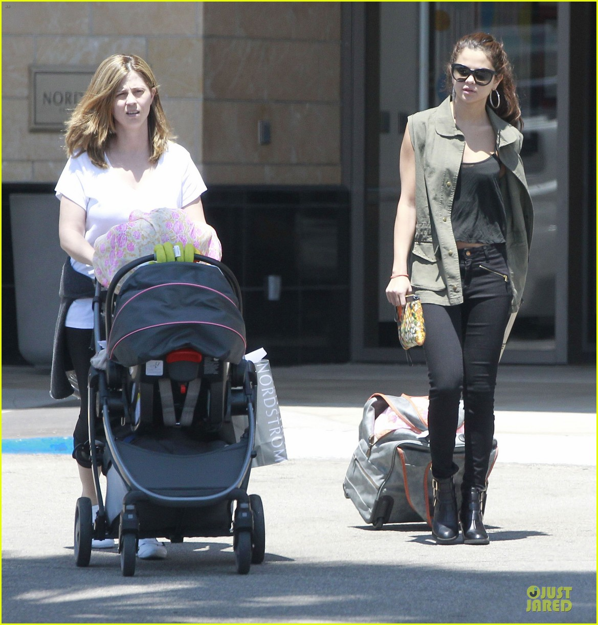 selena gomez bonds with baby sister gracie 12