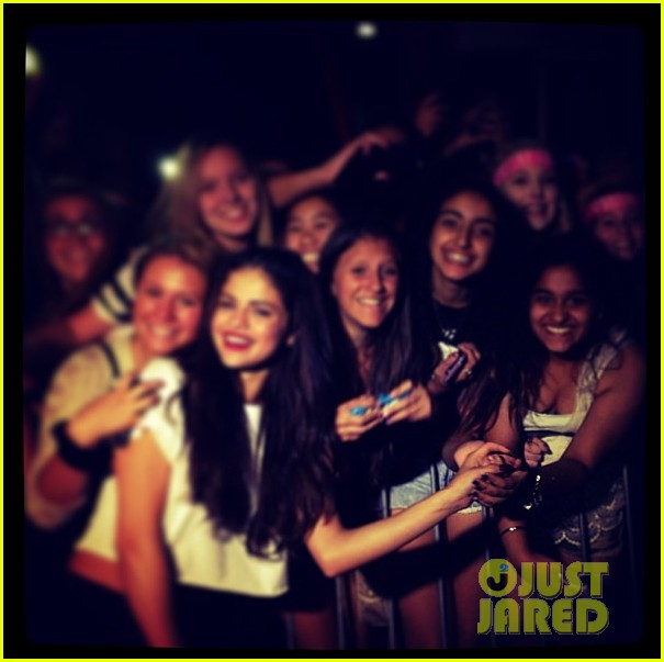 selena gomez montreal concert crowd made me cry 072937153
