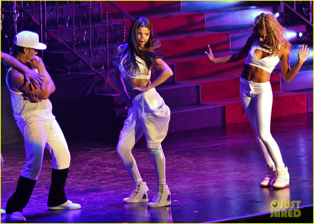 selena gomez stars dance opening night tour pics 202930715