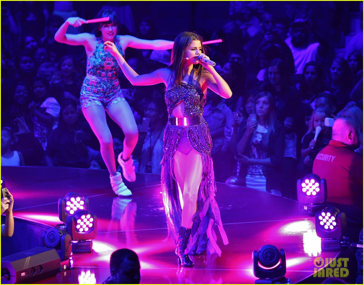 selena gomez stars dance opening night tour pics 25