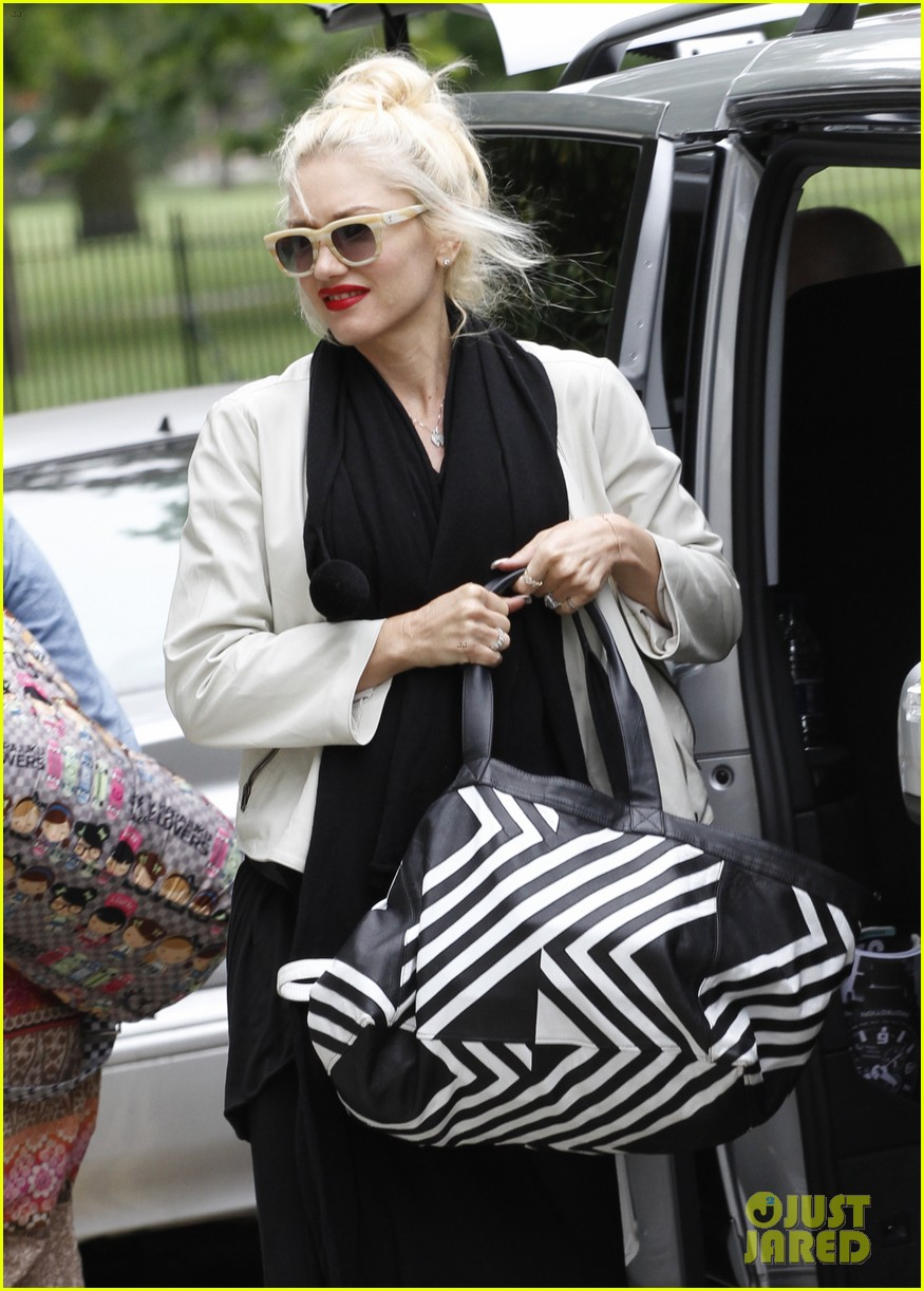 gwen stefani gavin rossdale back after paris vacation 372932971